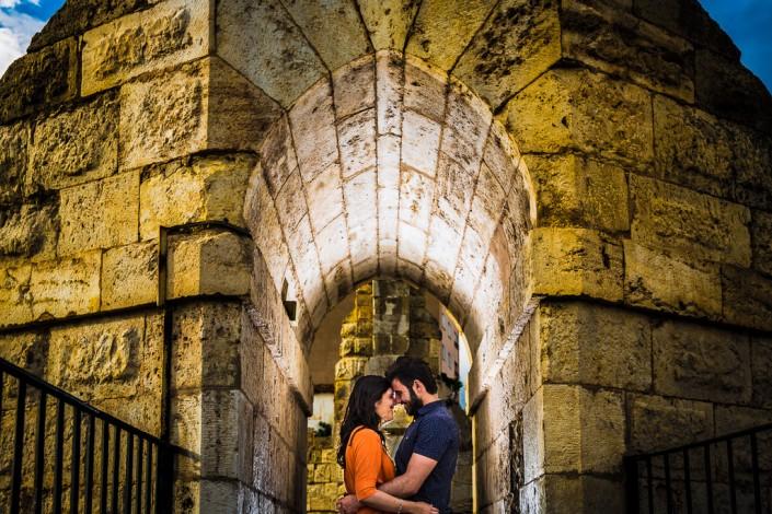 Pareja en el acueducto de Teruel.