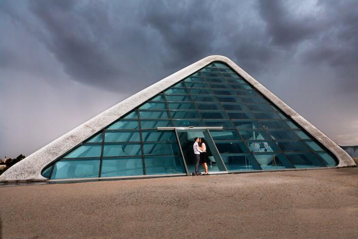 Pareja integrada en la arquitectura de la Expo Zaragoza