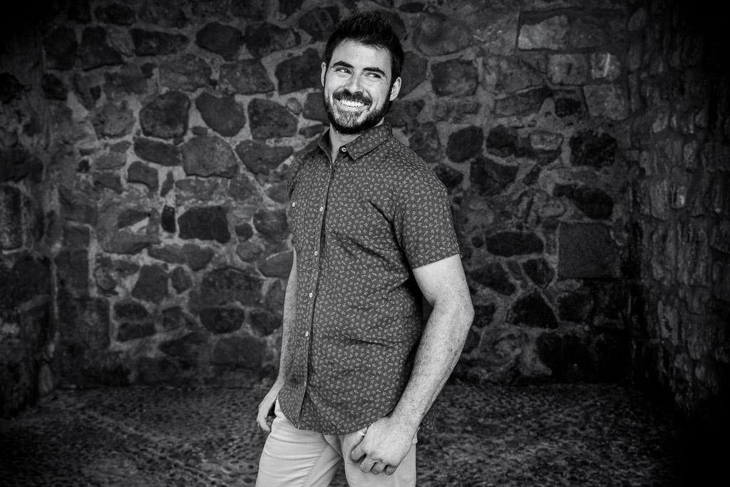 Retrato novio en blanco y negro.