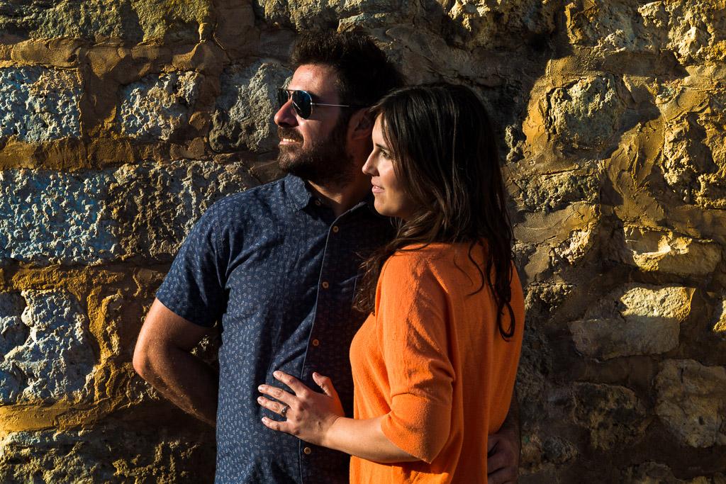 Puesta de sol que colorea a una pareja