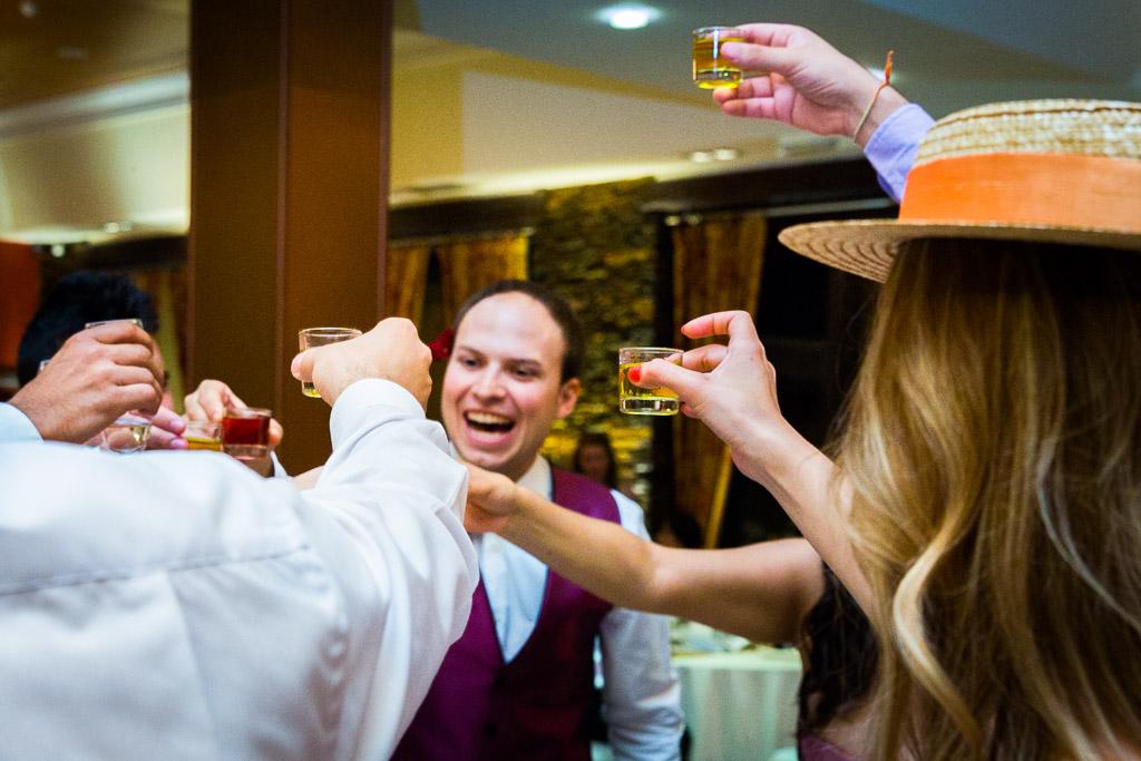 Un brindis del novio con los amigos